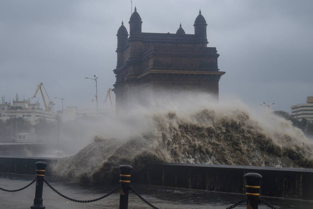 Bollywood celebrities urge Mumbaikars to stay indoors – this time it is cyclone Tauktae that adds another risk!