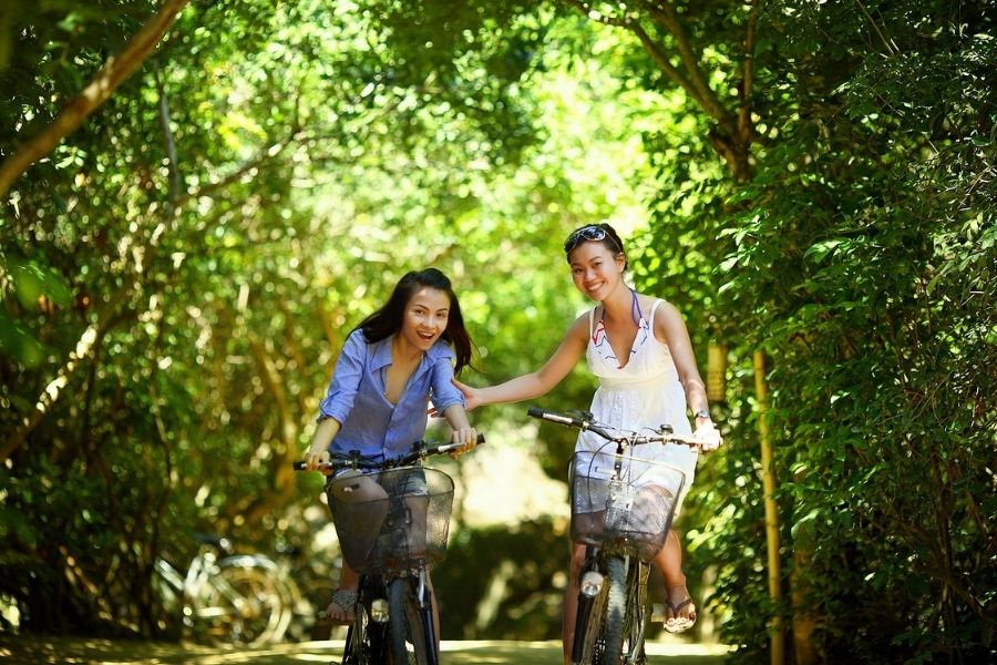 How can you lead an eco-friendly lifestyle?